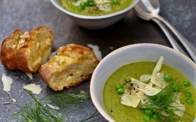 PEA, FENNEL AND BABY SPINACH SOUP WITH PARMESAN GARLIC BREAD