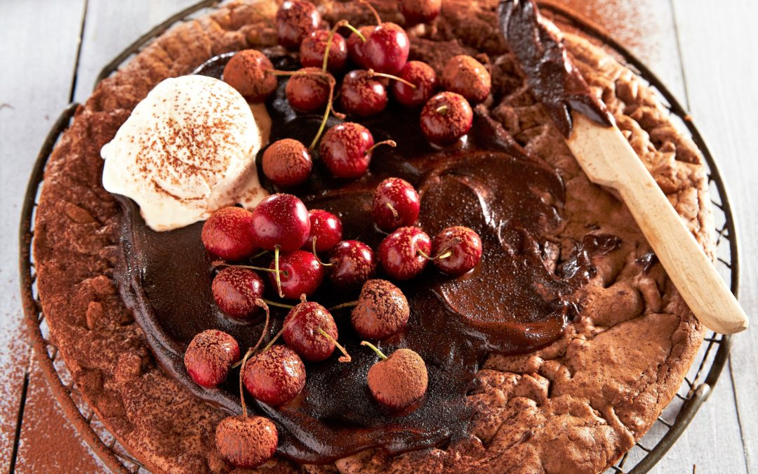 CHOCOLATE PIZZA WITH HOT CHOCOLATE SAUCE AND BERRIES