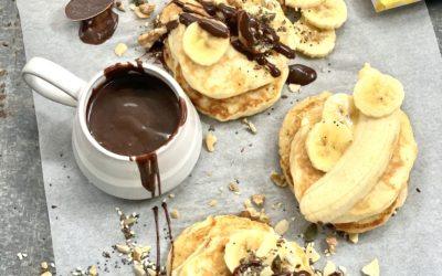 CHOCOLATE AND BANANA BREAKFAST PANCAKES (with toasted seed and nut sprinkle)