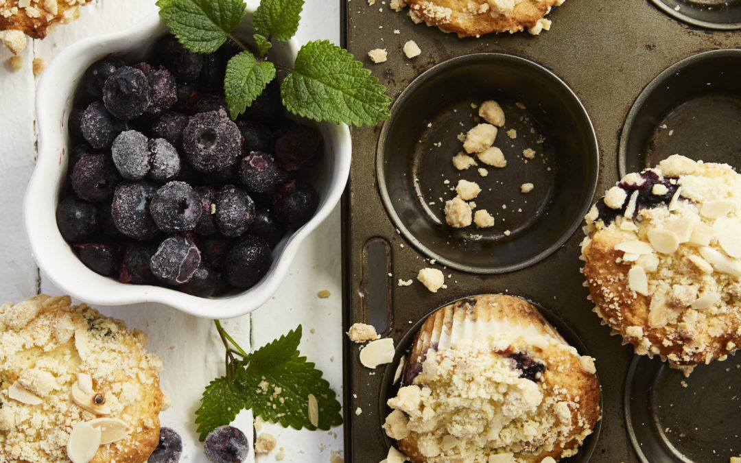 BLUEBERRY MUFFINS WITH ALMOND CRUMBLE