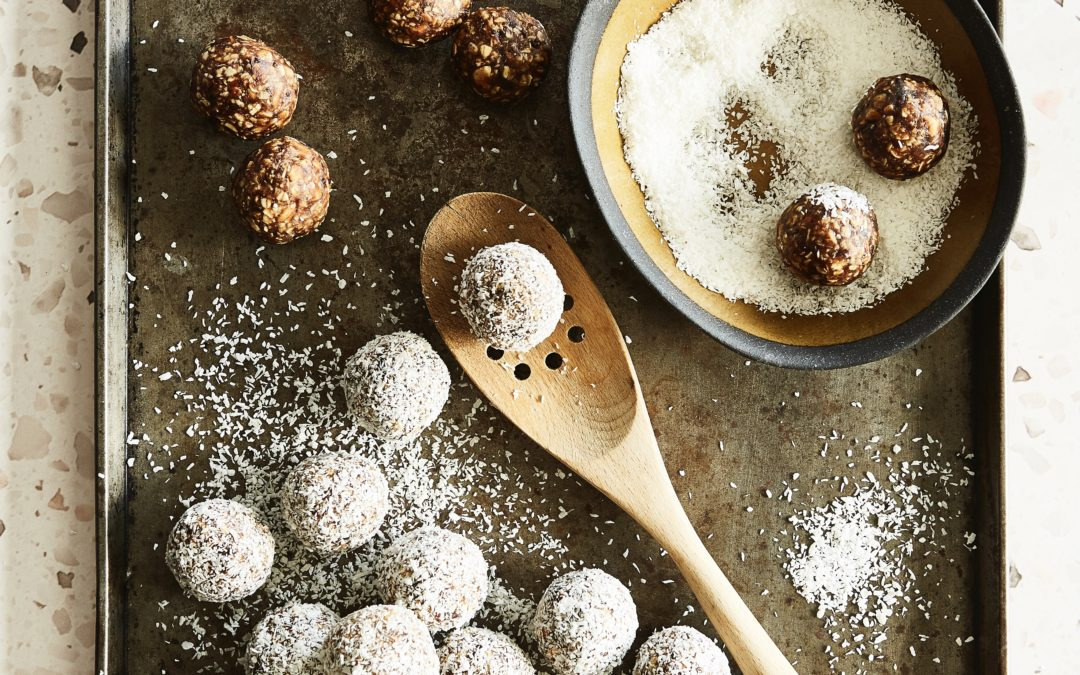 DATE, OATS AND ALMOND ENERGY BALLS